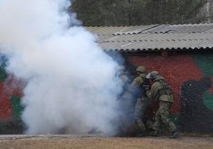 Янукович запретил военным проводить стрельбы и другие учения