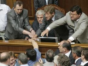 СМИ: Литвин пробрался в заблокированную Раду через тайный проход