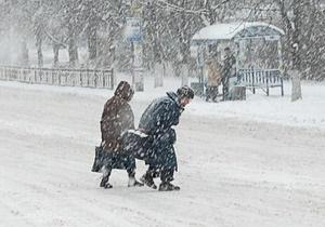 В Киеве из-за снегопада остановились трамваи
