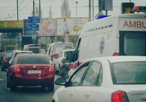 Арьев заявил, что скорые помощи  были вынуждены стоять в ожидании проезда кортежа Януковича