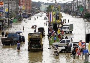 ВМС Таиланда эвакуируют туристов с курортов, отрезанных от материка штормом
