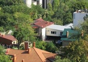 Милиция оцепила дом преступников, расстрелявших милиционеров в Одесской области