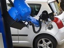 Изобретен робот, заправляющий автомобили бензином