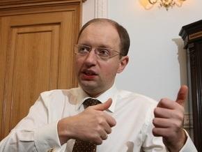 Яценюк считает, что Тимошенко и Янукович объединились против него