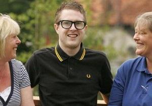 22-летний британец, голова которого была фактически отделена от тела после аварии, выжил вопреки прогнозам врачей