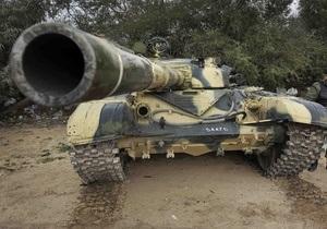 Войска Каддафи начали наступление на восточные города Ливии