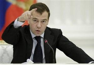 Медведев потребовал от силовиков усилить контроль за безопасностью во всей стране