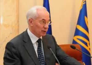 Азаров требует ликвидировать очереди на границе с Россией