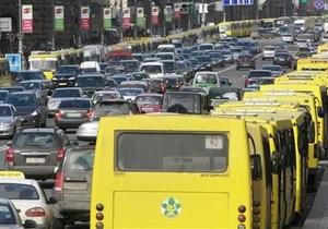 Кабмин намерен запретить рекламу на окнах транспорта