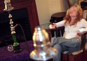 Запрет курения: Курение кальяна может быть опаснее курения сигарет, предупредили в Минздраве