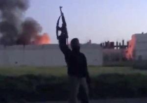 В результате взрыва автомобиля с шестью тоннами взрывчатки в Сирии погибли более 50 солдат