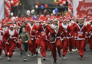 По Белграду пробежали около тысячи человек в костюмах Деда Мороза