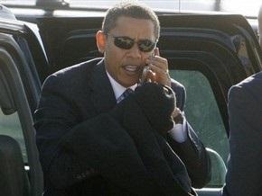 Обама отказался расстаться со своим мобильным