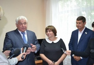 Киевский губернатор отвергает обвинения в ведении агитации за Партию регионов