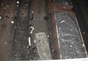 В Керчи автомобиль вылетел с моста и упал на груженый углем вагон