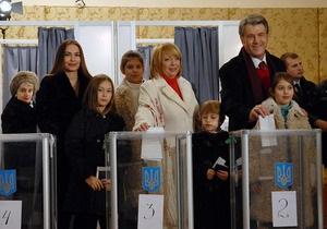 Фотогалерея: Кандидаты голосуют