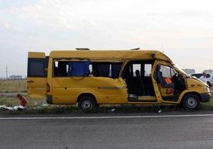 На донецкой объездной микроавтобус столкнулся с ЗИЛом: есть погибшие