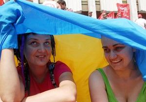 Возле Украинского дома голодают и читают стихи