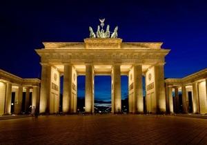 В Берлине автомобиль врезался в главный памятник города Бранденбургские ворота