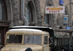 Попов поручил сделать книжный магазин Сяйво лучшим в Украине