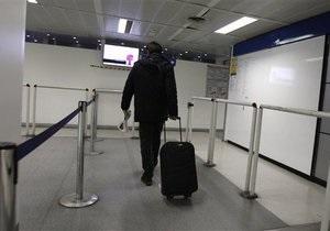 Пассажир самолета простоял семичасовой полет из-за тучного соседа, занявшего два кресла