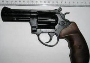 Нетрезвый житель Днепродзержинска выстрелил в лицо 21-летней знакомой