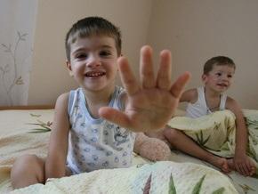 Украинцы стали чаще усыновлять детей