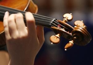 Сумская таможня уличила проводника поезда в контрабанде скрипки стоимостью 600 тысяч гривен