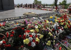 В канун Дня Победы в Сумах открылась выставка о войне
