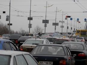 СМИ: Власти Киева ограничили въезд на мост Патона