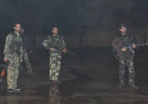 СМИ: Около 40 сирийских военных во главе с генералом бежали в Турцию