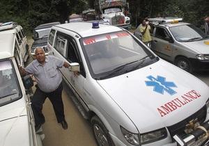 В давке возле индийского храма погибли девять человек