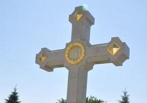 В Севастополе освятили самый большой в мире каменный крест