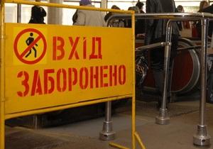 Киевлянин угрожает поливать ограждения возле эскалатора на метро Университет тормозной жидкостью