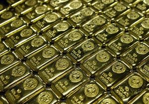 Падение доллара рекордно повысило стоимость золота
