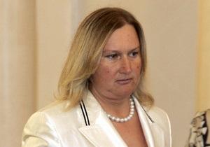 СМИ: Жена Лужкова провела ночь в полицейском участке Лондона