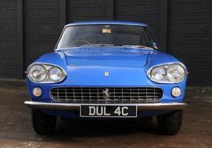 На аукцион выставят голубой Ferrari Джона Леннона
