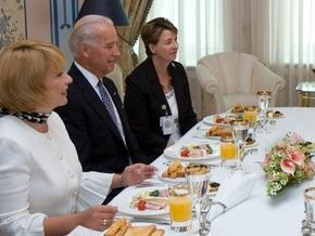 Ющенко и Байден позавтракали варениками