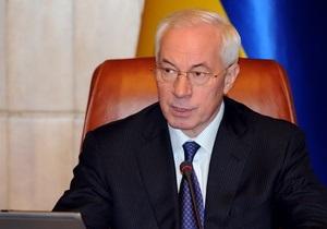 Азаров поручил четырем министерствам отработать эвакуацию украинцев из Ливии по морю