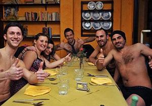 В Италии ресторан угощал бесплатным ужином клиентов в нижнем белье