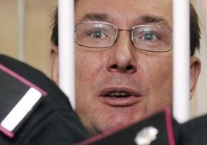 Луценко грозится объявить голодовку
