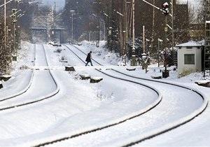 Сильные снегопады привели к транспортному коллапсу в Великобритании