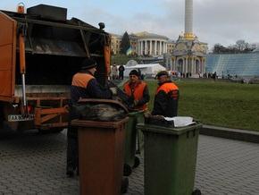 Коммунальщики возобновили уборку Крещатика и Майдана Незалежности