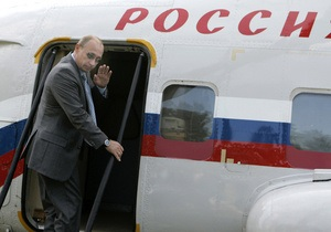 СМИ: Вертолет Путина едва не столкнулся со спортивным самолетом