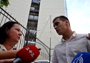 Титушко повздорил с журналистом возле суда