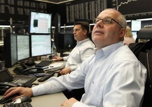 Обзор: Мировые фондовые индексы выросли, нефть и евро дешевеют