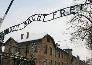 Польский суд выдал ордер на арест шведа, подозреваемого в краже таблички с ворот Освенцима