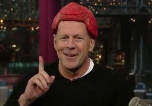 Брюс Уиллис пришел на телешоу с куском мяса на голове