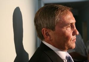 Попов регулярно консультируется с Черновецким по телефону