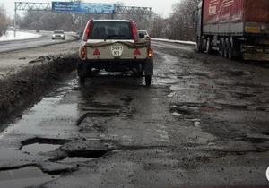 В Черкасской области ямы на дорогах будут раскрашивать люминесцентной краской